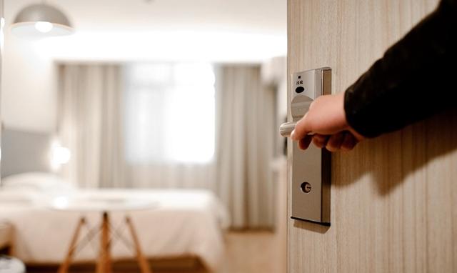 Sering Membuka Pintu Kamar